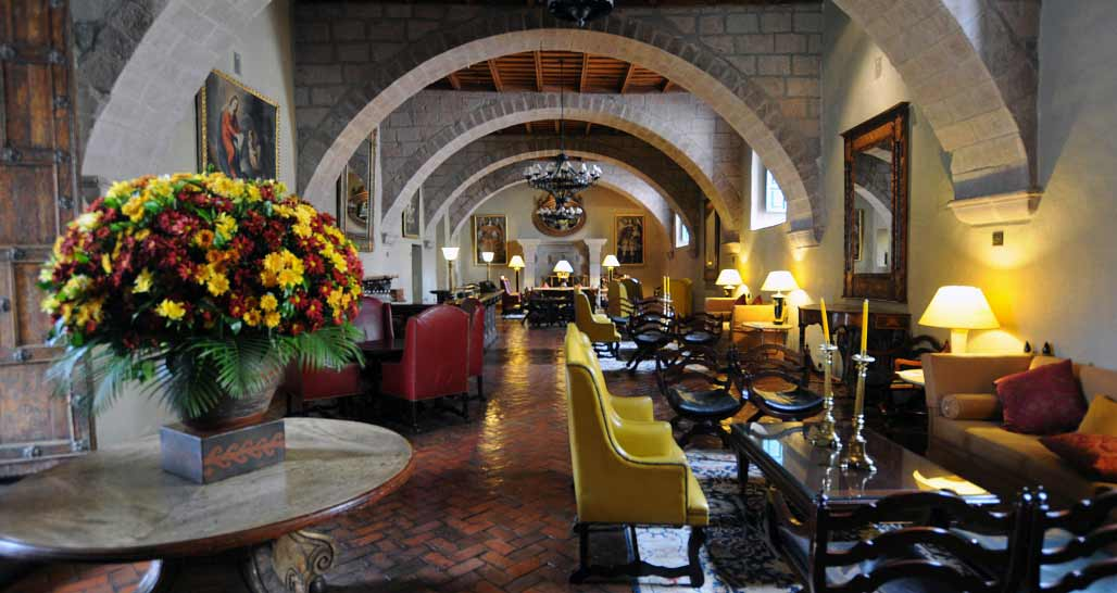 Hotel Monasterio - bar lounge area
