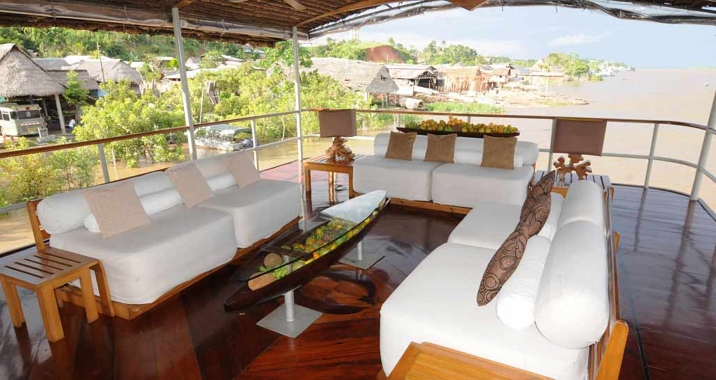 Delfin 1 - upper deck lounge area