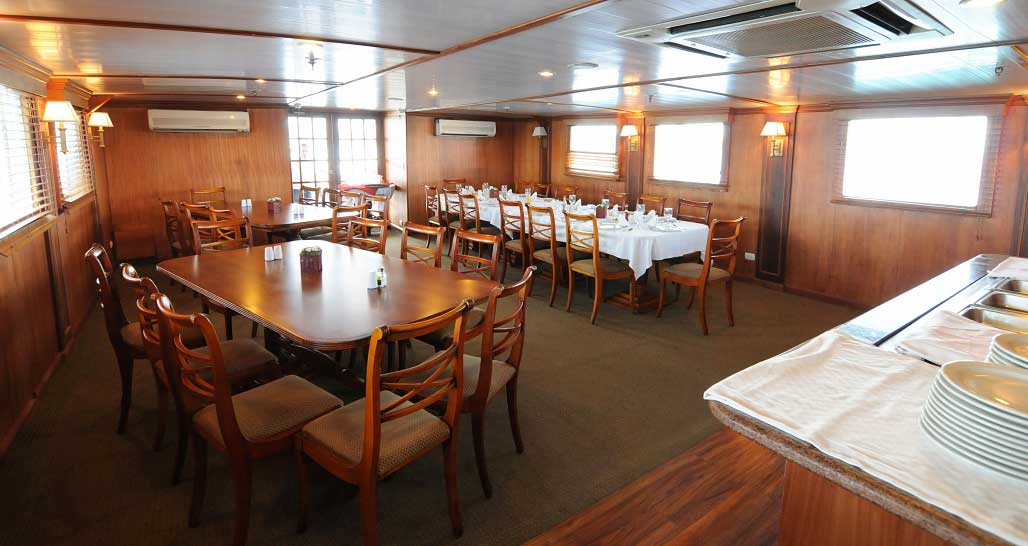 MV Evolution, Galapagos - dining room