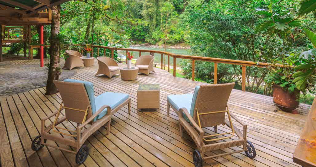 Pacuare Lodge - riverside deck
