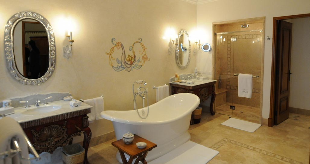 Palacio  Nazarenas - Grande Suite Bathroom