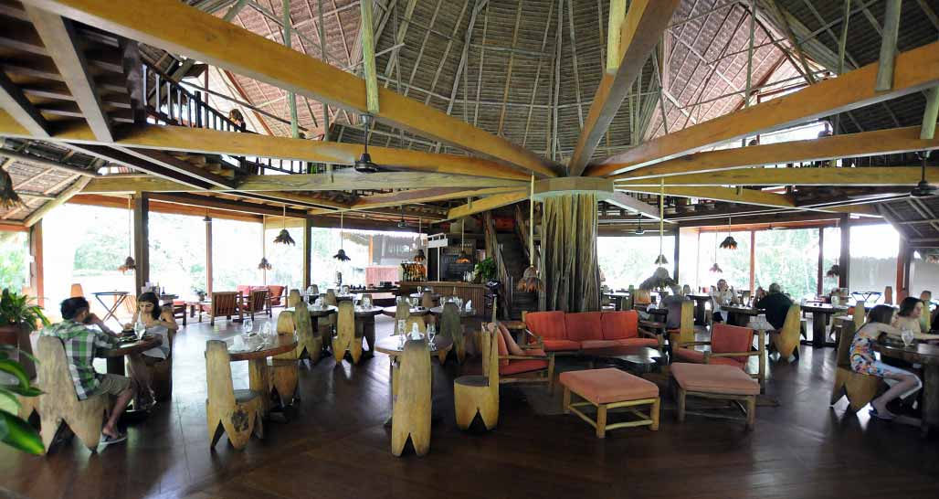 Main restaurant-bar-lounge area