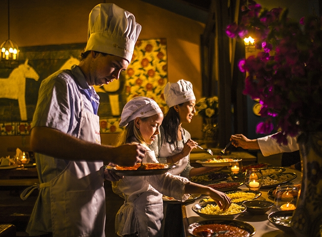Family cooking at Sol y Luna